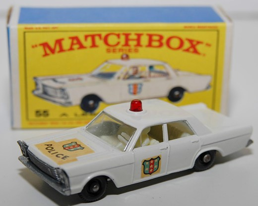 Matchbox-Vintage-55C-Ford-Galaxie-Police-Car-White-02