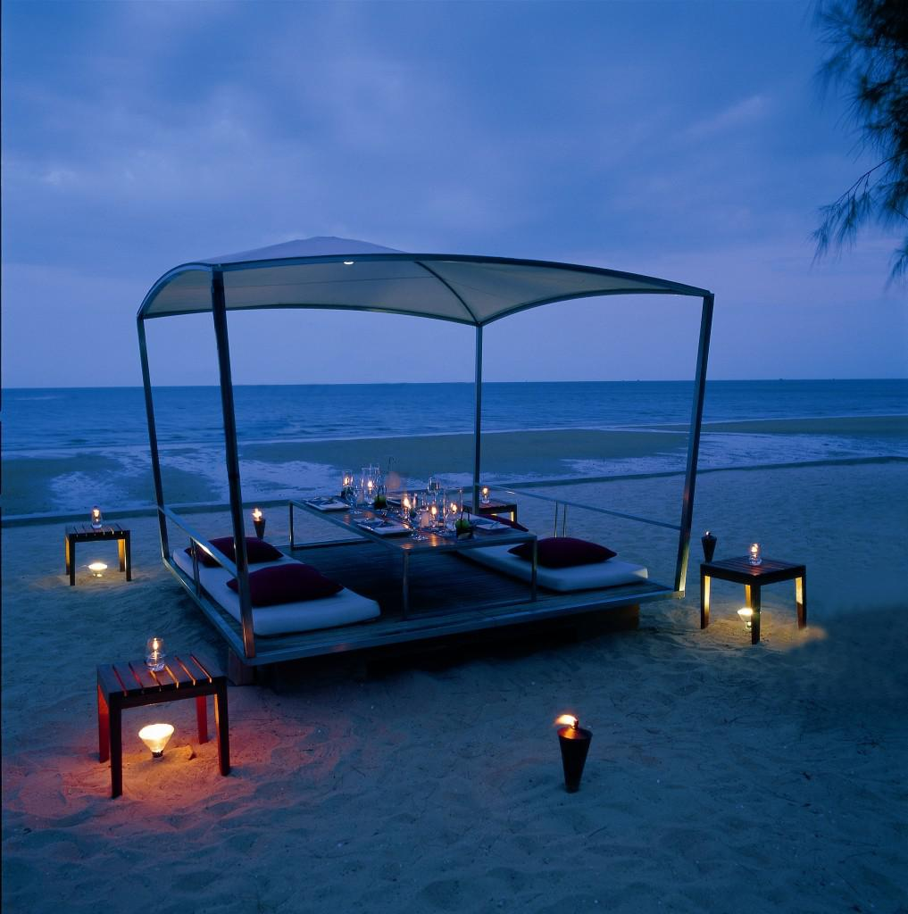 Have A Dinner In Front Of The Sea In Alila Hotels Reort
