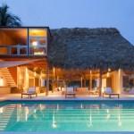Costa Azul House by Cincopatasalgato Architecture.