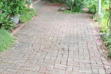 Read about the most popular paving patterns for outdoor living paved areas.