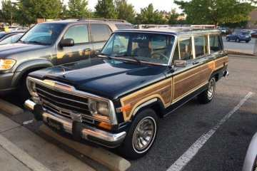 Jeep Grand Wagoneer - road trip