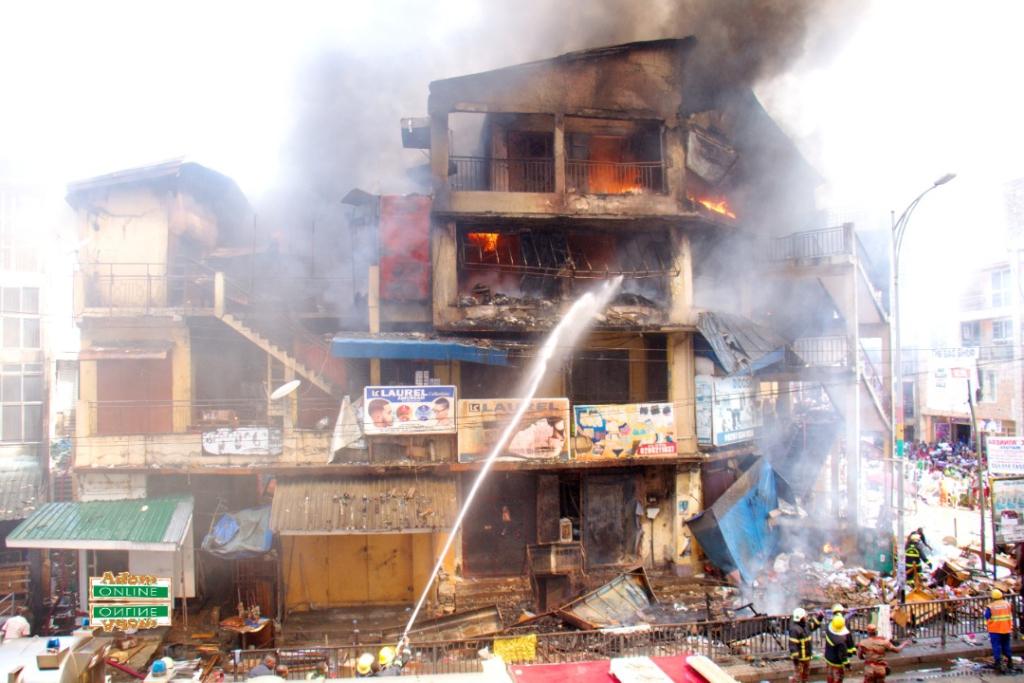 Photos: Fire destroys shops at Makola market - MyJoyOnline.com