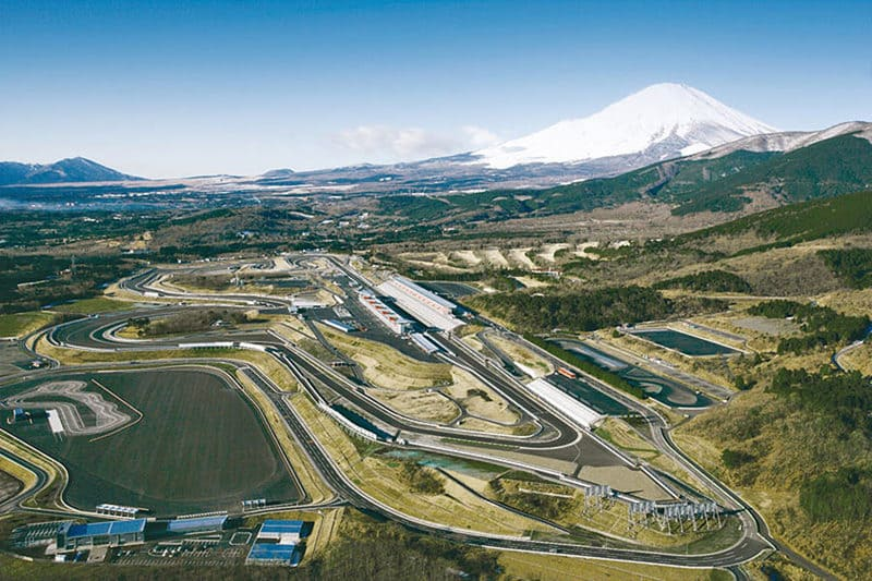 Envie de rouler au pied du mont Fuji ? Direction le circuit automobile de Fuji Speedway, au Japon !
