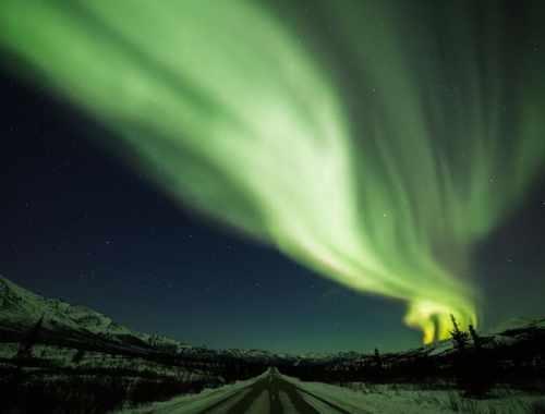 où voir des aurores boreales - aurore boréale dans le ciel