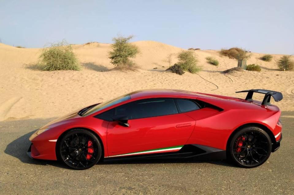 se déplacer à Dubai - voiture de luxe Dubai