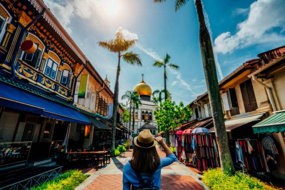 photo voyage soleil et rue colorées