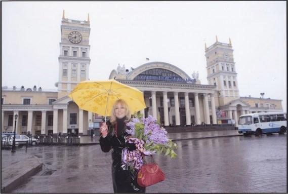 Devant la gare de Kharkov