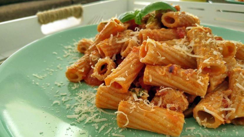 feelgood pasta met worstjes en champignons