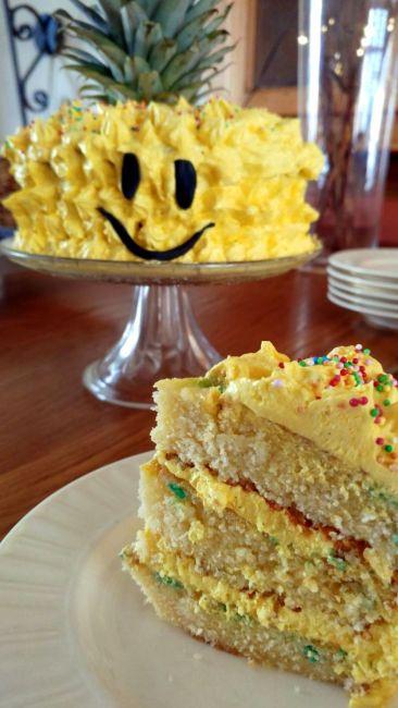 verjaardags- ananastaart
