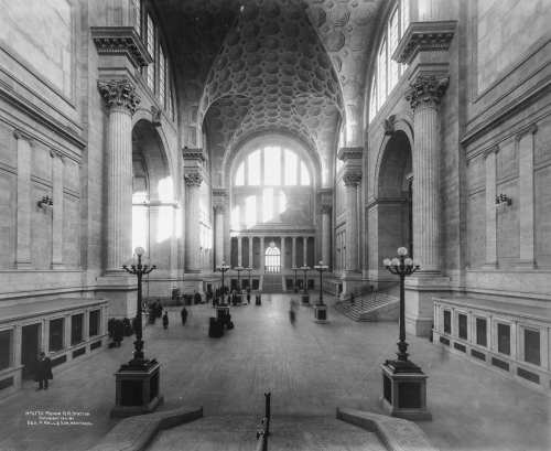 Waiting hall in 1911