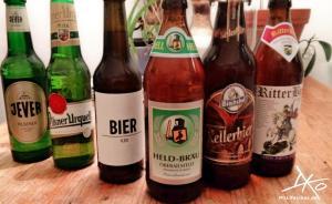 6 Bierflaschen unterschiedlicher Sorten