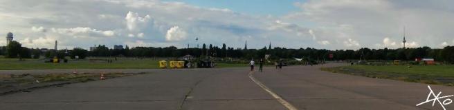 Blick vom Tempelhofer Feld zum Fernsehturm