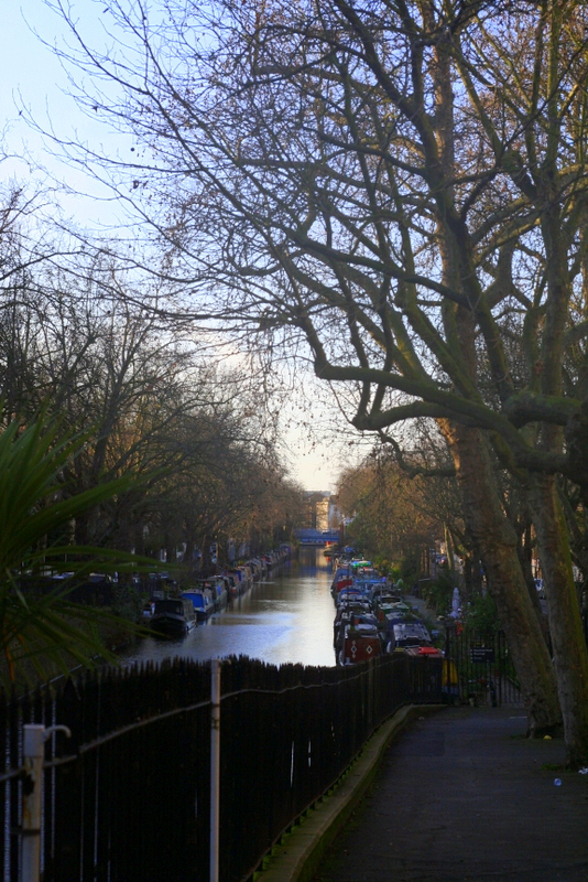 Start the best walk for kids in London at Little venice and walk towards Camden Market along the Regents Canal