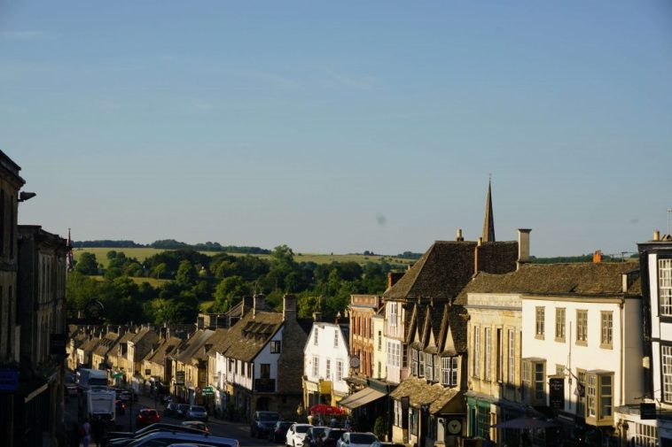 Enjoy one of the Cotswolds highlights : Burford is one of the best places to stay in the Cotswolds.
