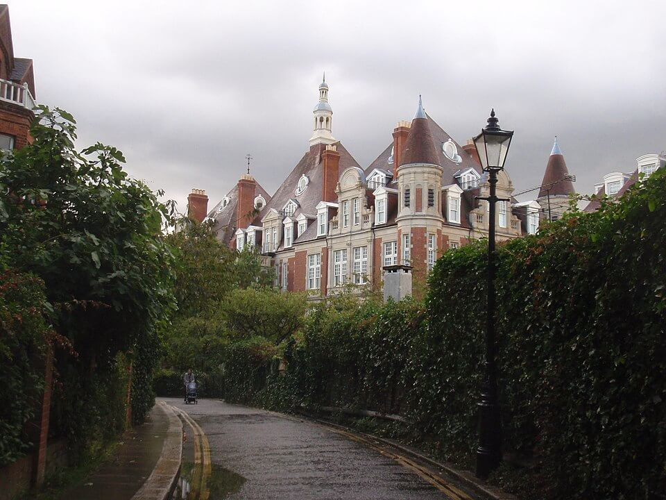 Guide to Hampstead in London ; it's like a litle village in London