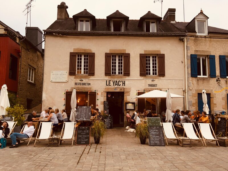 Le Yac'h in port de Saint Goustan, Auray. A lovely place for a drink in the evening or crepes at lunch.