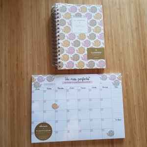 "Charuca notebook ""bullet journal"" and A4 monthly planner sheers"