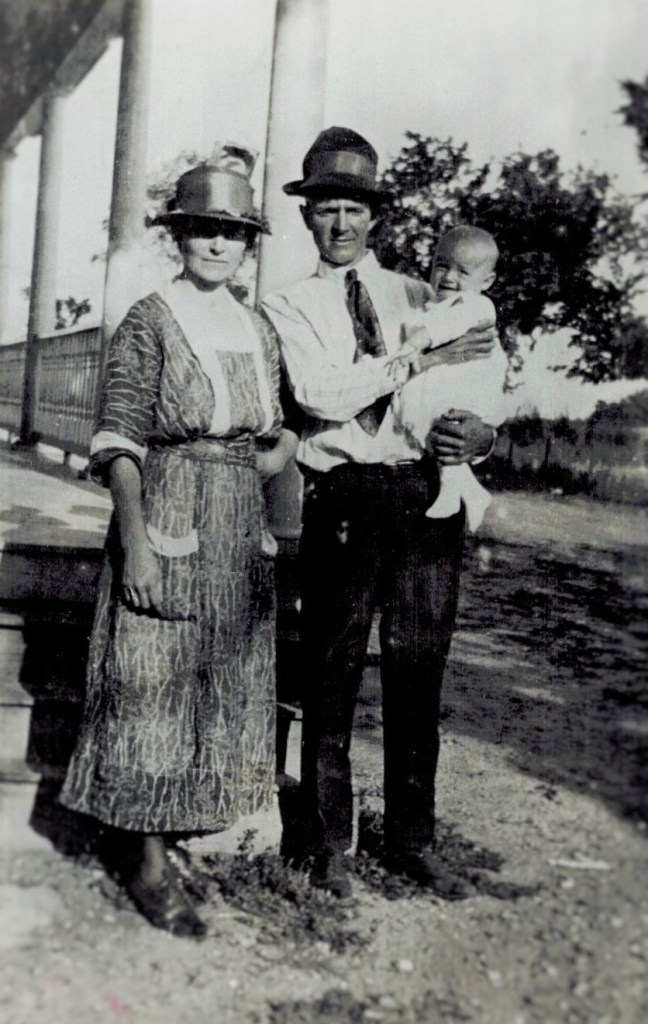 Lynn Emma and baby Philip 1920 (Willows maybe) (3)