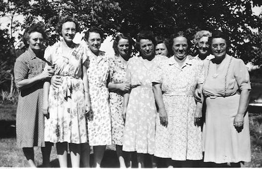 Houck girls club with Grandma Keller