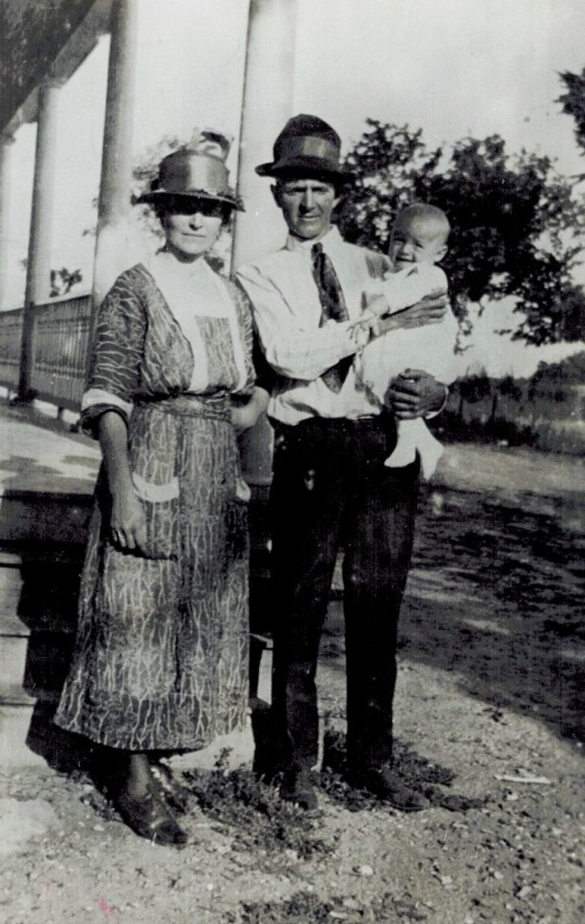 Lynn Emma and baby Philip 1920 (Willows maybe) (2)