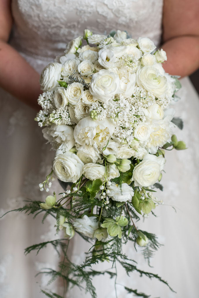 Bridal bouquet for a Dubai wedding - Photography by Dubai wedding photographer; Bernie & Bindi