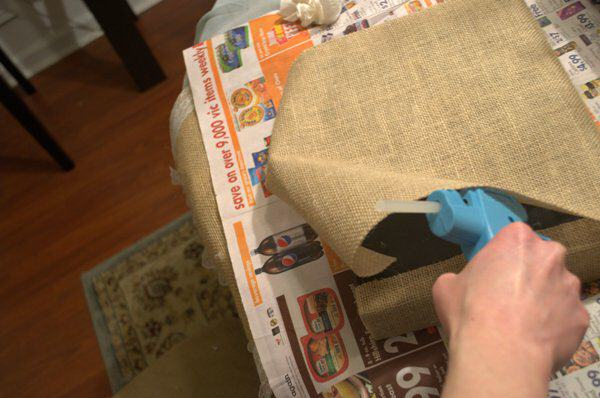 Glue Burlap onto top