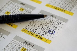AdvancedCalendar – java.util.Calendar java.util.Date java.text.SimpleDateFormat
