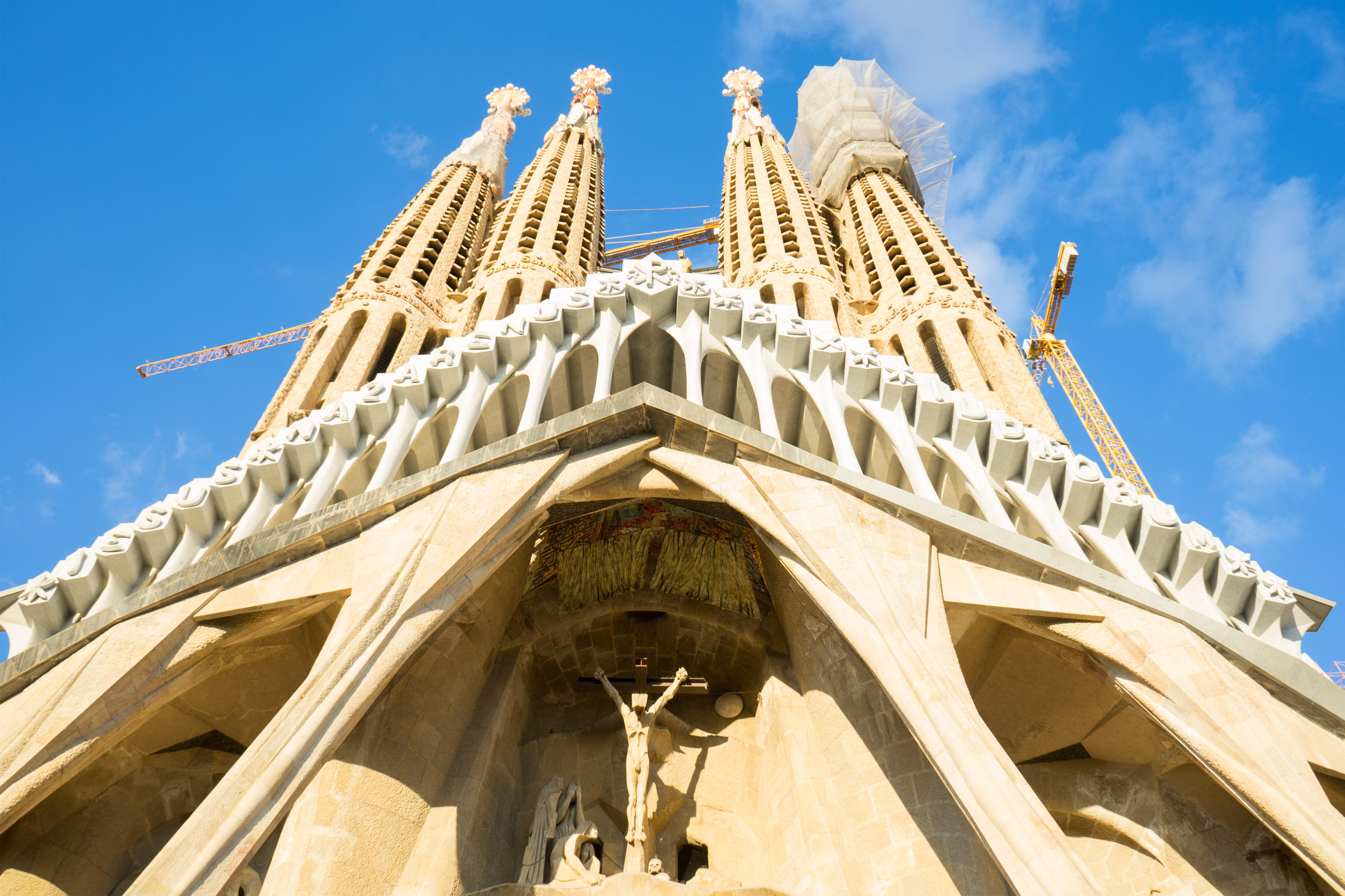 barcelona la sagrada familia passion facade
