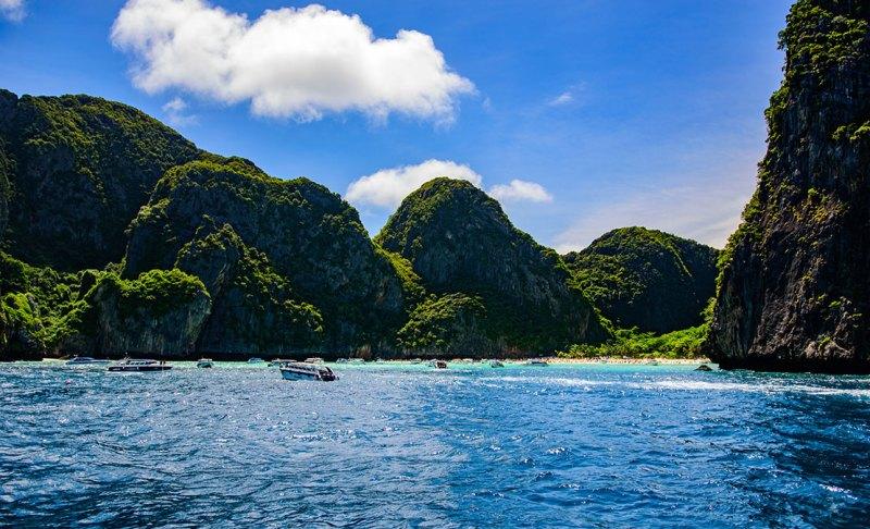 approaching Ko Phi Phi Lei