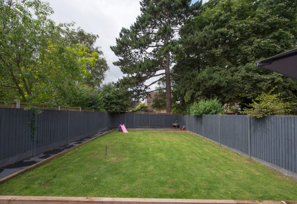17 cheap fence ideas that will save you