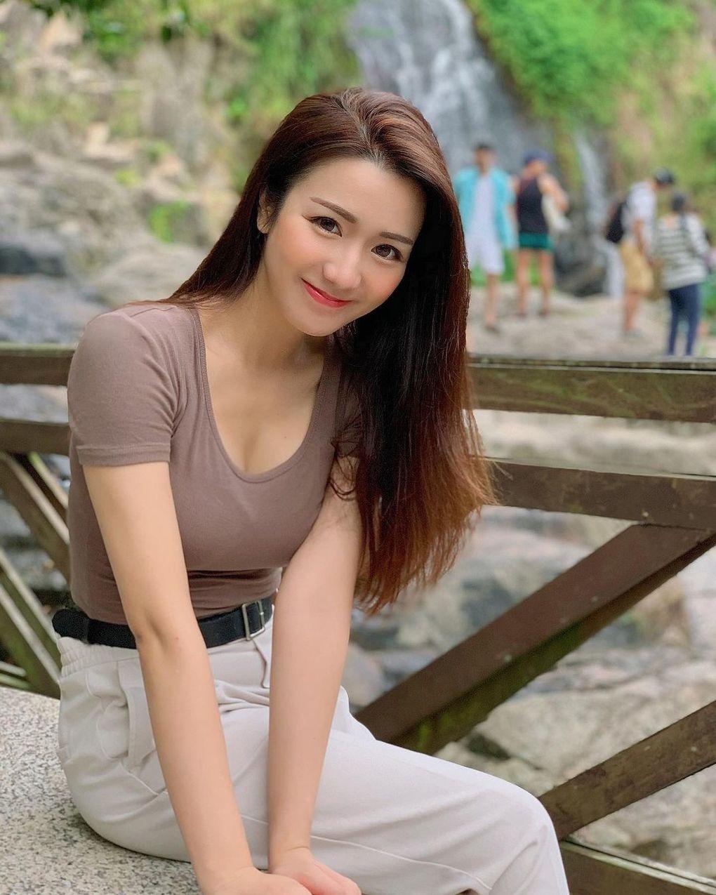 鋼琴老師太有氣質「Kelvina 鍾昕澄」性感美腿更吸睛!好想跟老師一起在音符上浪漫約會 素人正妹