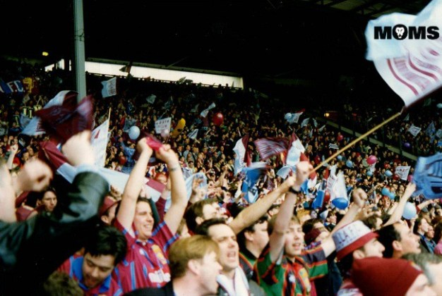villa fans celebrate wembley 1994