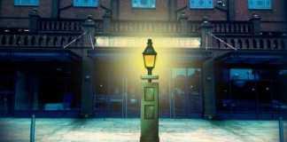 villa park lamp post