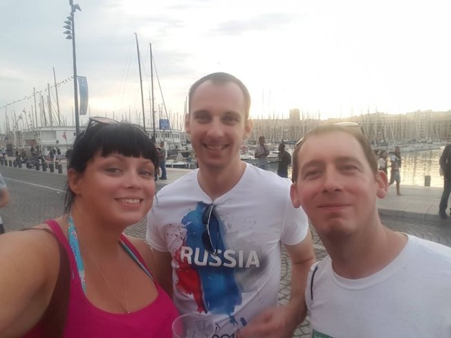 Some Russians preferred to have drinks and photos