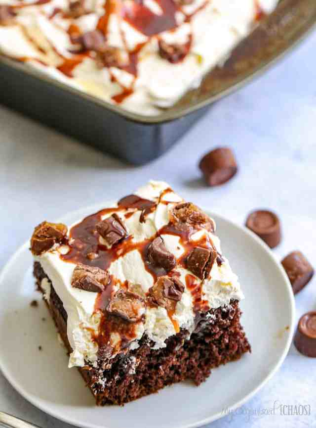 This Rolo Poke Cake Is A Delicious Chocolate And Carmel Taste Explosion With Caramel Sauce