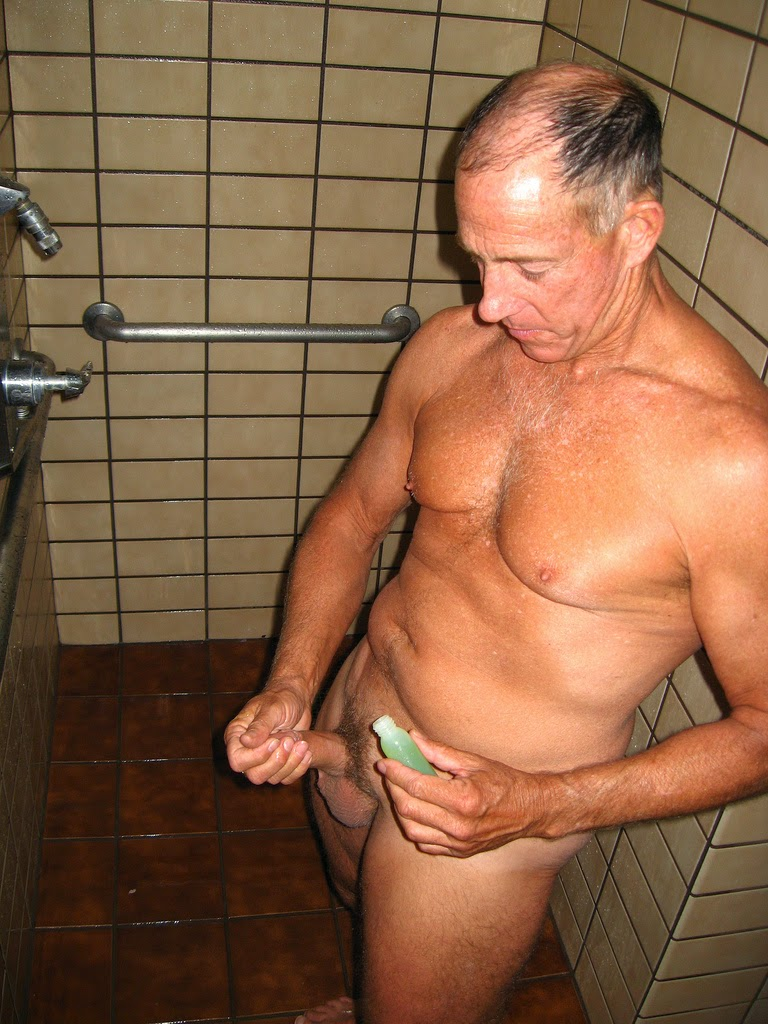 daddy-wanking-in the-showers