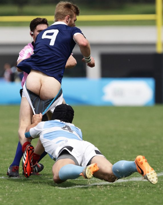 rugby player+pantsed