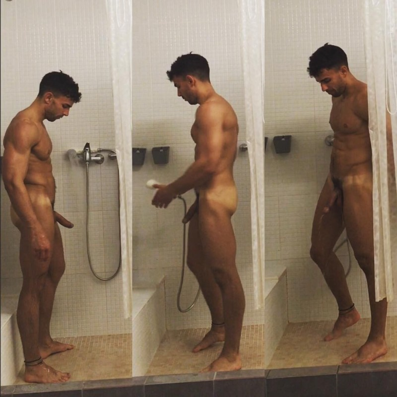 hung-naked-in-the-showers-2