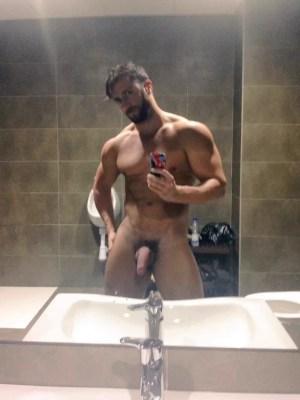 muscle-hunk-flashing-dick-selfies-in-lockerroom