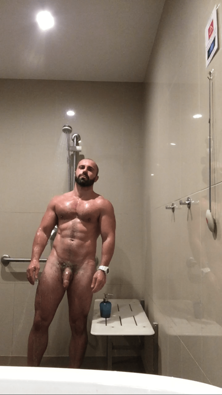 naked-in-showers