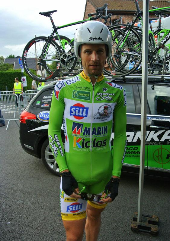 ciclist--in-lycra-big-bulge