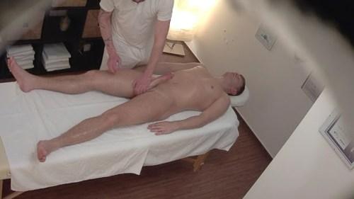 big-dicked-hunk-hardon-during-massage