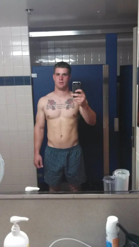 college-wrestler-flasin-in-toilete