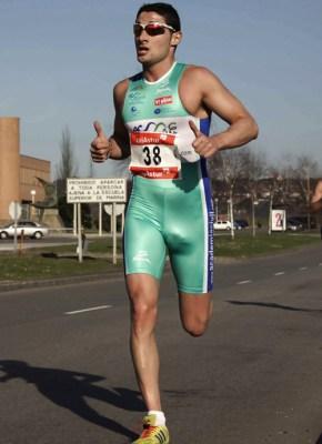 runner-visible-dickline-in-singlet-spandex