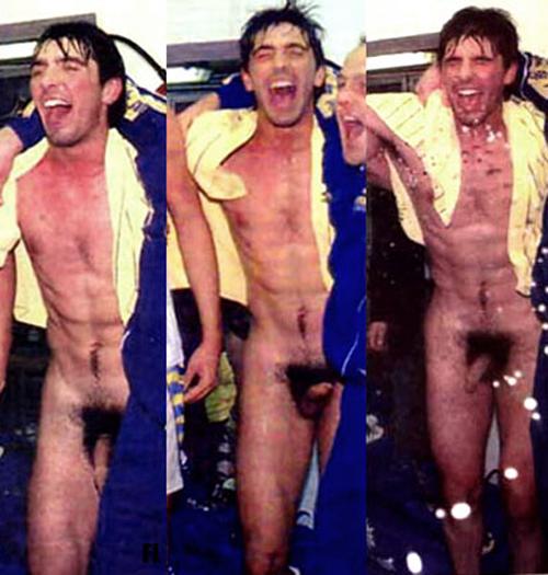 gigi-buffon-naked-in-locker-room