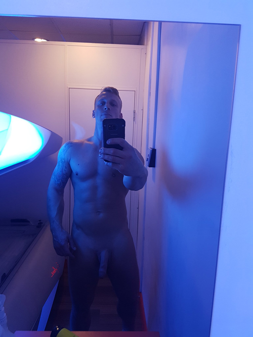 hung-nude-in-tanning-bed