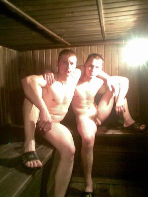 nackte-russische-Jungs-in-der-Sauna