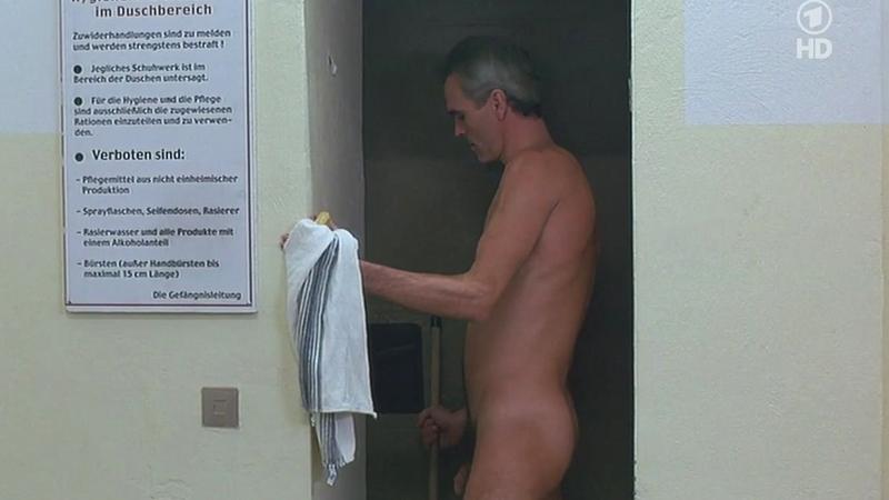 11-guardicarcel viola a prisionero en las duchas