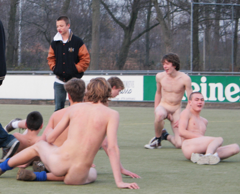 young-sportsmen-naked