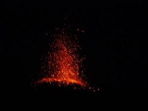 éruptions de lave du Stromboli!
